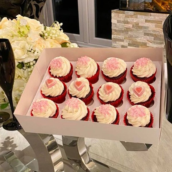 valentines day cup cakes pink hearts